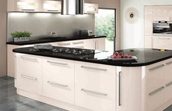 New amalfi cream gloss complete fitted kitchen units ebay for Cream kitchen carcasses
